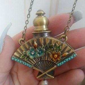 Jewelry - Amazing Vintage perfume bottle!